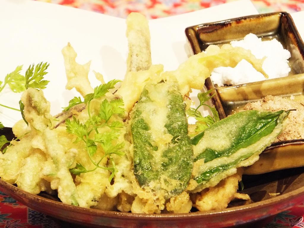 ピパーツと旬野菜の天ぷら盛り合わせ